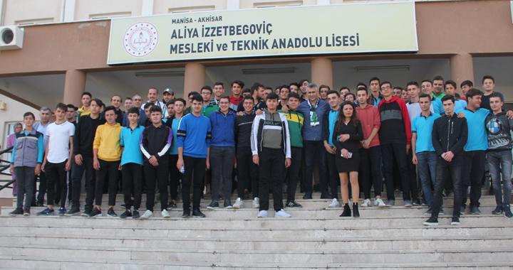 Akhisarspor, öğrencilerle buluştu