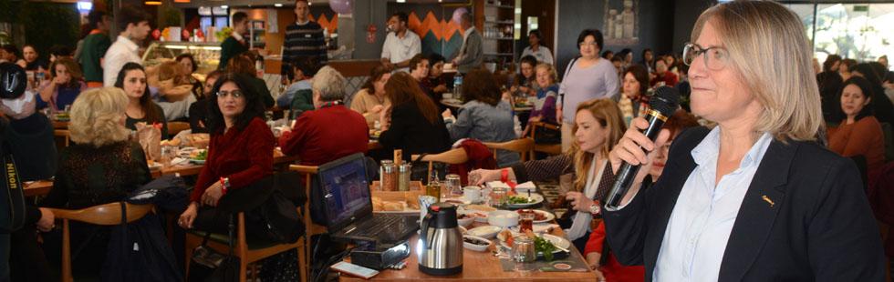 Kadınlar, seçme ve seçilme hakkını kahvaltı programıyla kutladılar
