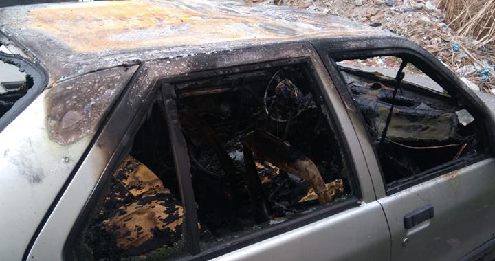 Akhisar'da araç kundaklandı