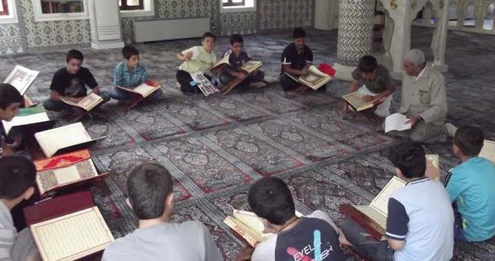 Akhisar'da camiyi seviyoruz, namazla buluşuyoruz etkinliği