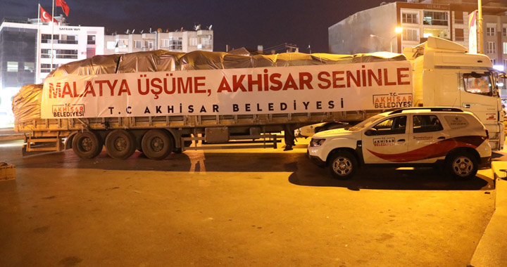 Akhisar Belediyesi'nin yardım araçları yola çıktı