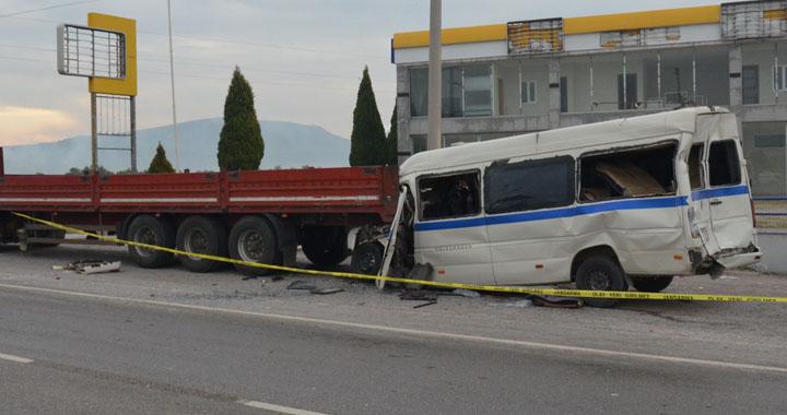 Akhisar işçi servisi kazası 2 ölü 8 yaralı