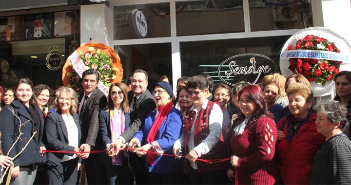 Şemsiye Cafe Akhisarlıların hizmetine açıldı