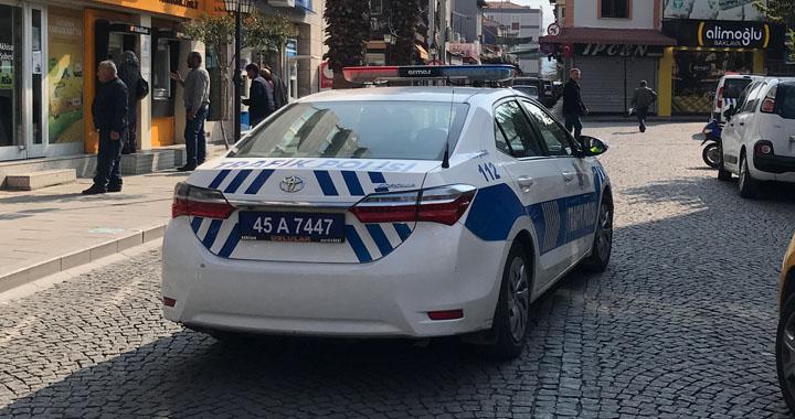 Akhisar'da polis Evde Kal çağrısı yaptı
