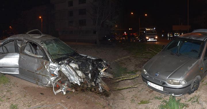 Akhisar'da 4 aracın karıştığı feci kaza