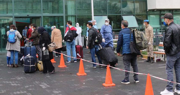 Cezayir'den gelen 299 kişi Manisa'ya getirildi