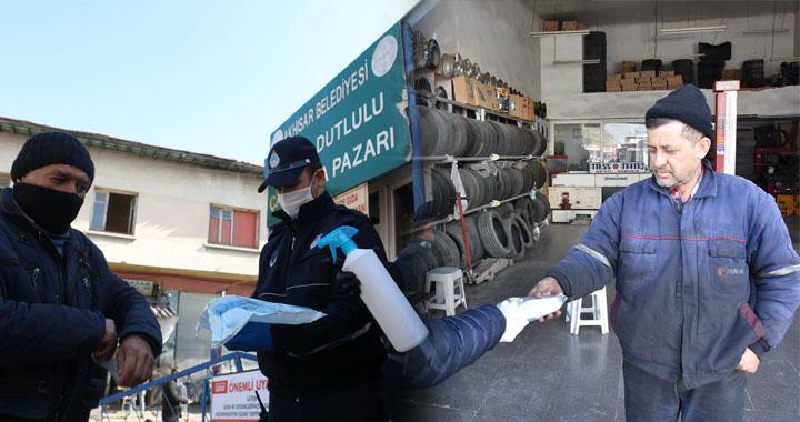 Akhisar'da belediye ücretsiz maske ve el dezenfektanı dağıtıyor