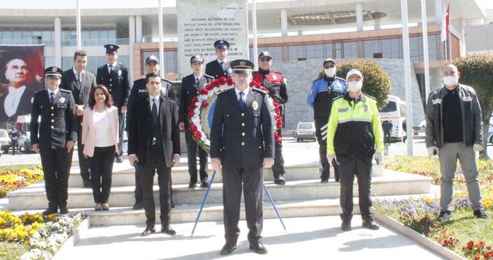 Akhisar İlçe Emniyet Müdürlüğü'nden güvenli mesafeli sade kutlama