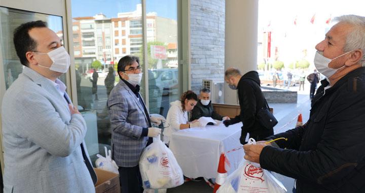 Akhisar'daki berber, kuaför ve güzellik salonlarına ücretsiz hijyen paketi