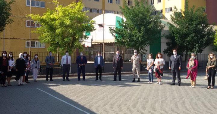Akhisar'da yeni eğitim öğretim yılı başladı