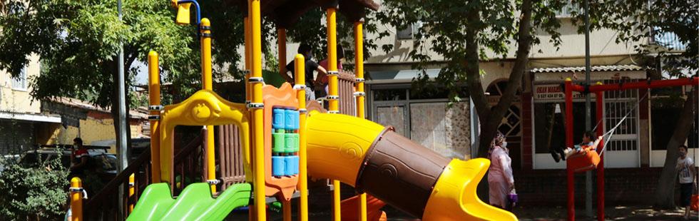 Akhisar Belediyesi'nden çocuklara 7 yeni oyun parkı