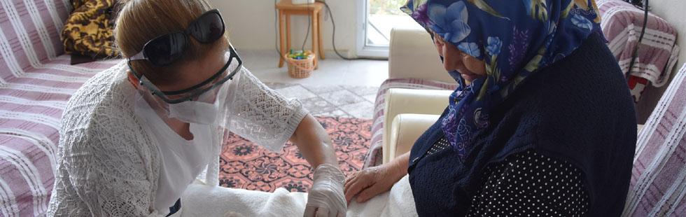 Akhisar'da evde bakım ve temizlik hizmeti gönülleri fethediyor