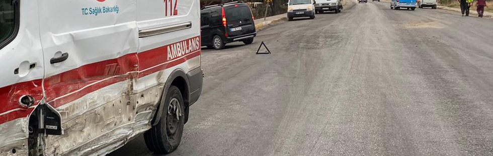 Akhisar'da ambulans kazası