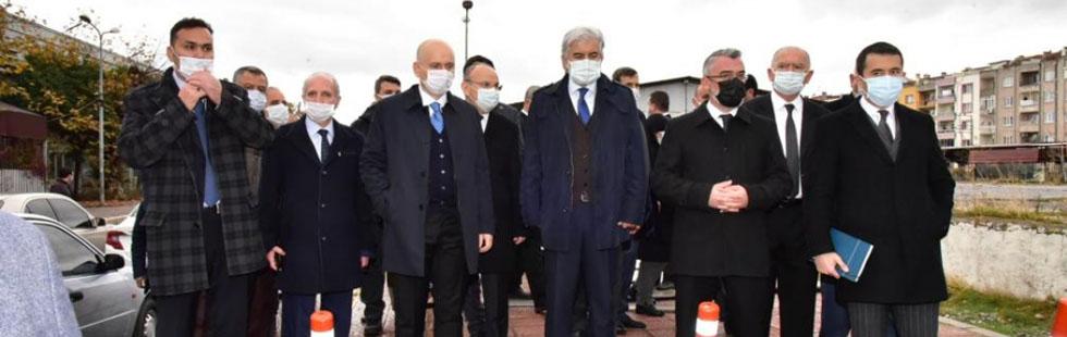Bakan Karaismailoğlu Akhisar eski tren yolunda incelemelerde bulundu