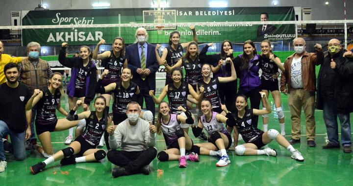 Akhisargücü'nün Sultanları, Salihli Belediyespor'a set vermedi 3-0