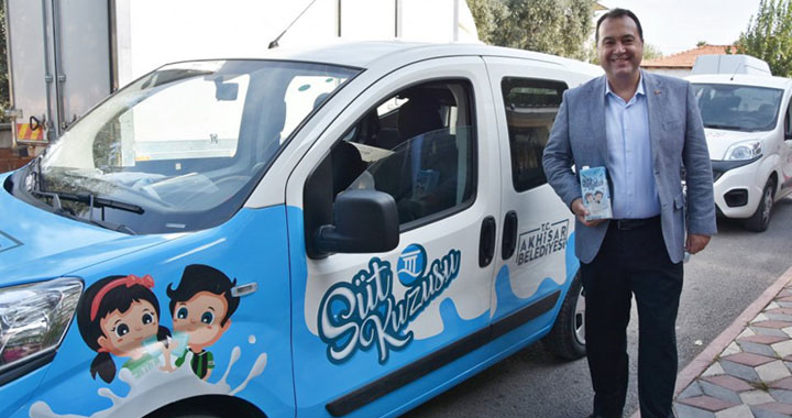 Akhisar Belediyesi'nin süt desteği devam ediyor
