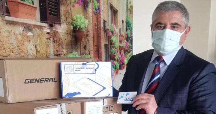 Akhisar'da 133 öğrenciye tablet desteği