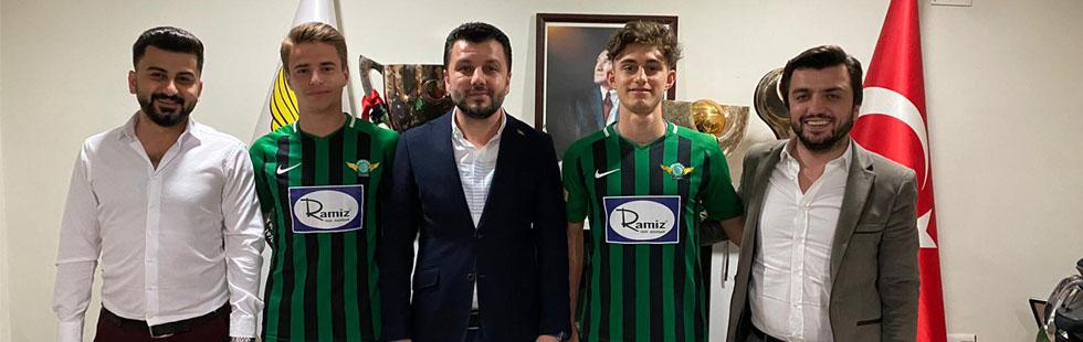 Akhisarspor'da altyapıdan 3 oyuncuyu profesyonel yaptı