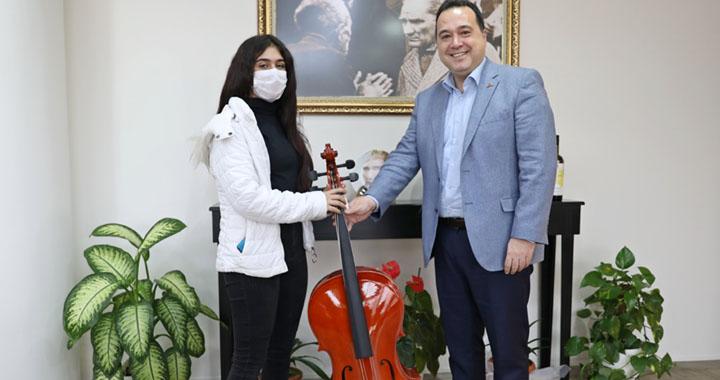 Başkan Besim Dutlulu, genç kızı hayalleri ile buluşturdu