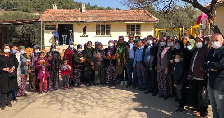 AK Parti tüm Akhisarlı kadınlarla buluştu