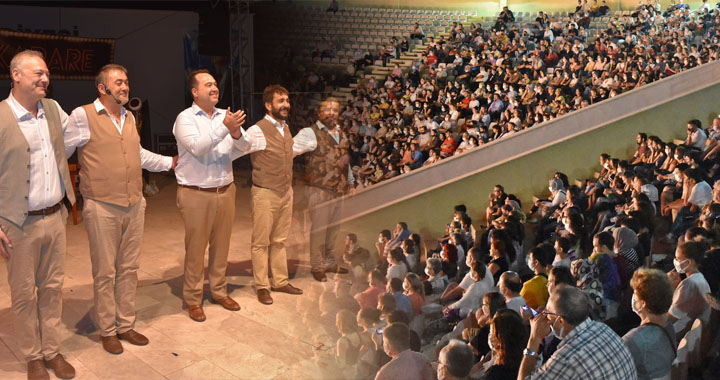Aziz Nesin Kabare'ye Akhisar'da yoğun ilgi