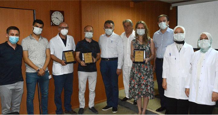 Ortopedi Uzmanı Hakan Destan, Akhisar'da yılın doktoru seçildi