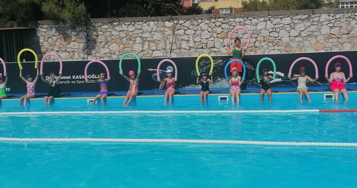 Gençlik Merkezi yaz ayında 2 bin öğrenciye yüzme kursu verdi