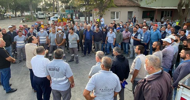 Başkan Besim Dutlulu, mesaiye işçilerle kahvaltı yaparak başladı