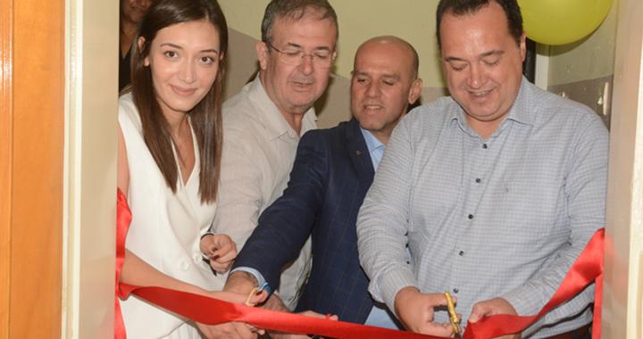 """Akhisar'ın ilk ve tek dil konuşma merkezi """"Linora"""" açıldı"""