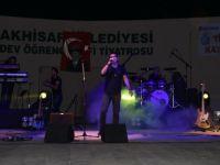 Kurtalan Ekspres ve Seyyal Taner Akhisar'ı Coşturdu