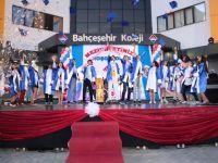 Bahçeşehir Koleji Akhisar'da İlk Mezunlarını Verdi