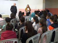 Mehmet Keskinoğlu Ortaokulu İngilizce Öğretmenleri Şartları Zorluyor
