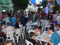 Tahir Ün caddesi esnafından iftar
