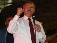AK Parti Milletvekili Selçuk Özdağ, meydandaki Akhisarlılara seslendi