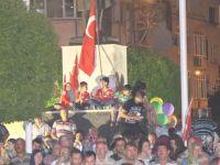 Akhisar'da demokrasi nöbeti 8.gününde de devam etti