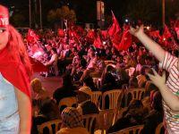 Akhisar'da demokrasi nöbeti 14.gününde coşkuyla sürüyor
