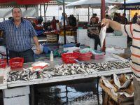 Akhisar'da balık tezgahları süslendi