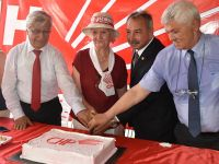 CHP'nin 93.yılı pasta kesilerek kutlandı
