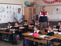 Akhisar'da Jandarmadan öğrencilere trafik eğitimi