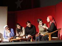 Kadınlardan muhteşem tiyatro