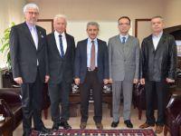 Akhisarlılar Kültür ve Dayanışma Derneğinin yeni yönetimi Kaymakam Kaan Peker'i ziyaret etti