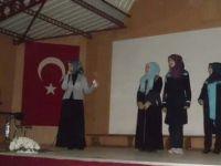 Şair Zeynep Kahraman Füzün Adnan Menderes Kız İHL'de
