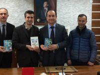 Akhisarlı yazar Çetin Çelik'ten Soma Kaymakamlığına ziyaret