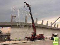 Ve stadyumda çatı montajı başladı