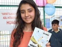 14 yaşındaki Sıla Aksoy ilk şiir kitabını okulunda tanıttı