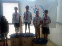 Akhisarlı yüzücü 3 madalya ile döndü