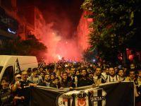 Beşiktaşlılar sokağa döküldü