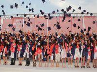 Akhisar Bahçeşehir Koleji'nde mezuniyet coşkusu