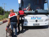 Jandarma Narkotik Köpek araçta uyuşturucu buldu