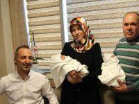 Akhisarlı çift 22 yıllık çocuk özlemlerine tüp bebek sayesiyle kavuştu